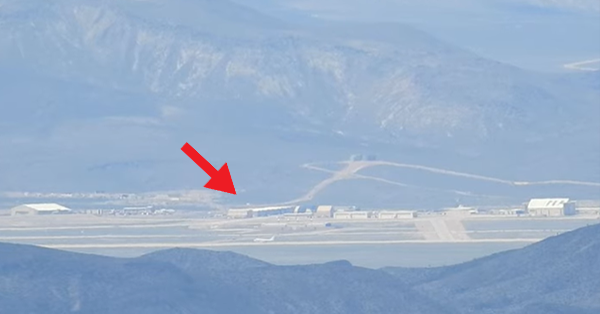 area 51 vest video with ufo - YouTuber Records The Best Video of AREA 51 and a UFO Appear