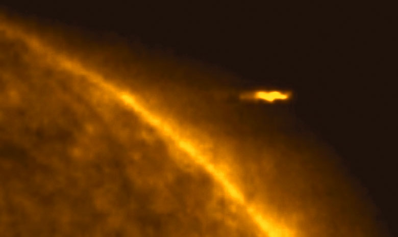 ufo fly near sun - UFOlogist Records UFO 5 Times Bigger Than Earth Shooting Out of Sun Few Days Ago