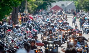 """Before death he wants to hear the """"roar"""" of a Harley for the last time. Over 200 bikers come to support it! 2"""