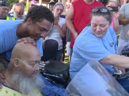 """Before death he wants to hear the """"roar"""" of a Harley for the last time. Over 200 bikers come to support it! 1"""