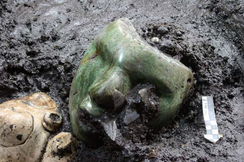 mask - Image: © INAH  - A 2000-year-old green Serpentine mask, discovered at the base of a pyramid in Mexico
